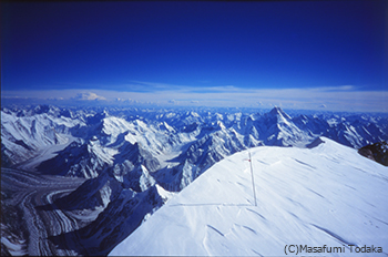 山巓(さんてん)K2峰(8611m)